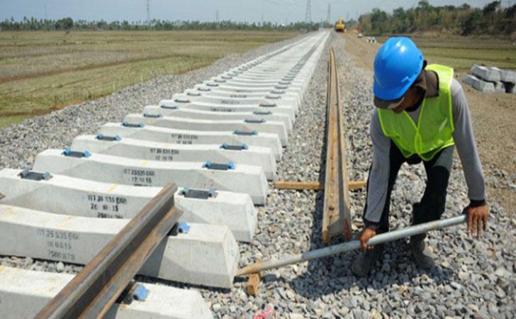 Pembangunan-rel-kereta-api.jpg