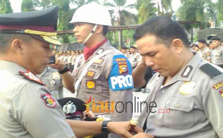 Pemecatan-Briptu-TH-oleh-Kapolda-Riau-Irjen-Pol-Zulkarnain.jpg
