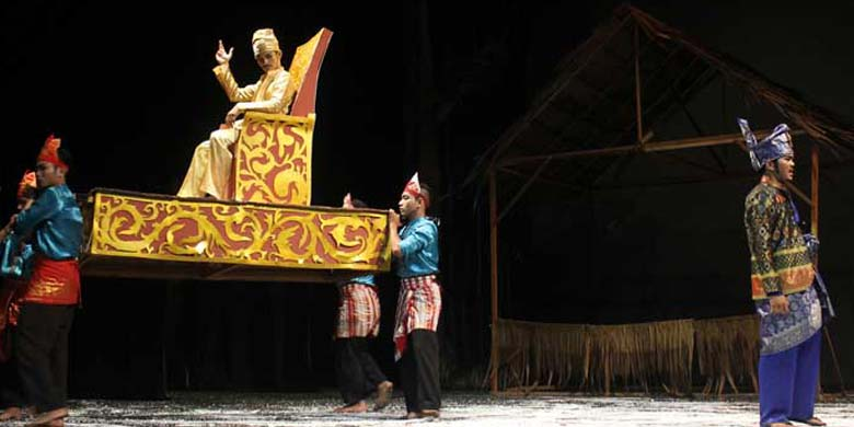 Penampilan-Teater-Latah-Tuah.jpg