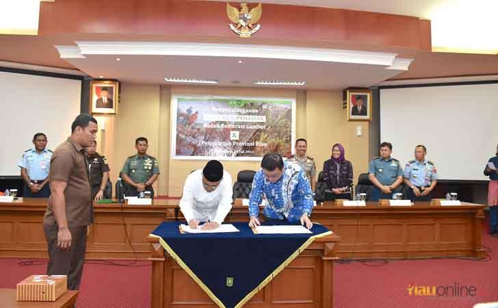 Penandatangan-MoU-BRG-Pemprov-Riau.jpg