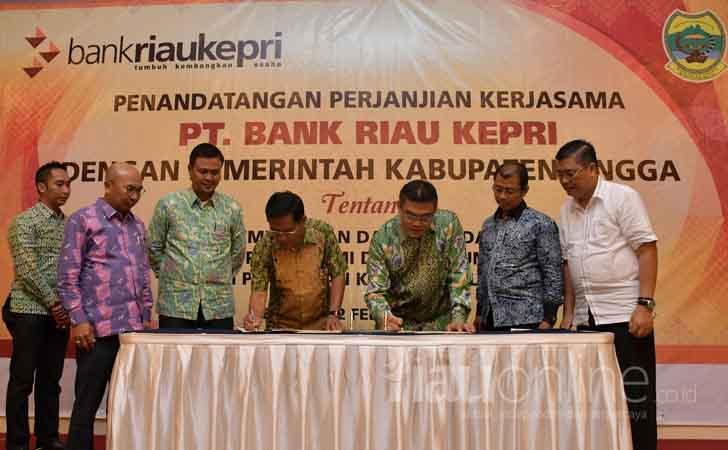 Penandatangan-MoU-Bank-Riau-Kepri-Pemkab-Lingga.jpg