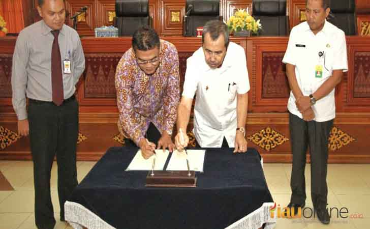 Penandatangan-MoU-Siak-Bank-Riau-Kepri.jpg