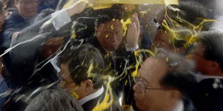 Perdana-Menteri-Korsel-Dilempar-Telur.jpg