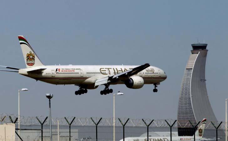 Pesawat-Etihad-di-Dubai-Airport-International.jpg