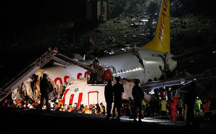 Pesawat-tergelincir-di-Bandara-Sabiha-Gokcen-Turki-Rabu-522020.jpg
