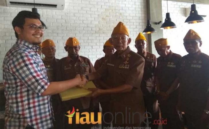 Peterseli-Kitchen-dan-Veteran-Riau.jpg