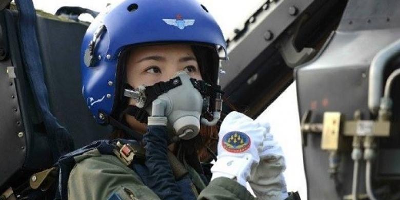 Pilot-Jet-J-10-Fighter.jpg
