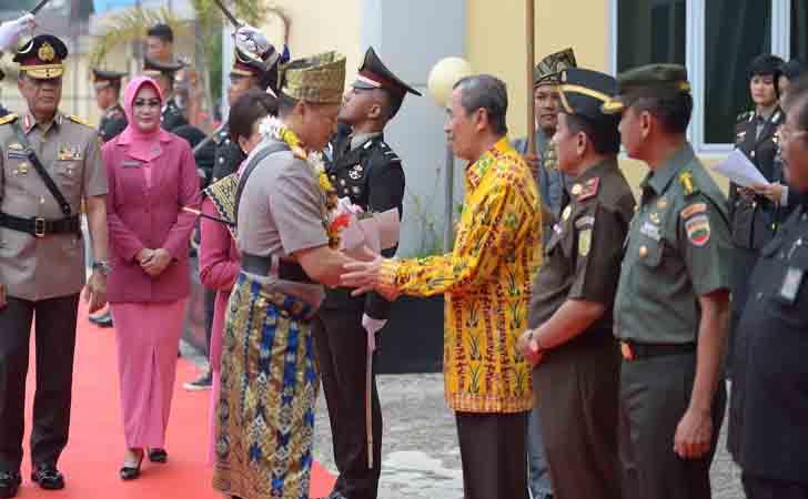 Pisah-Sambut-Kapolda-Riau.jpg