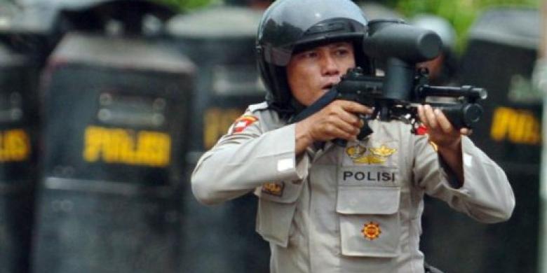 Polisi-Tembakka-Gas-Air-Mata.jpg