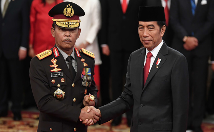 Presiden-Joko-Widodo-kanan-menyalami-Kapolri-Jenderal-Pol-Idham-Azis.jpg