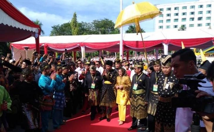 Presiden-Jokowi-dan-istri-di-LAM-Riau.jpg