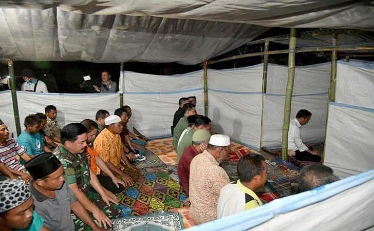 Presiden-Jokowi-mengimami-salat-Maghrib.jpg