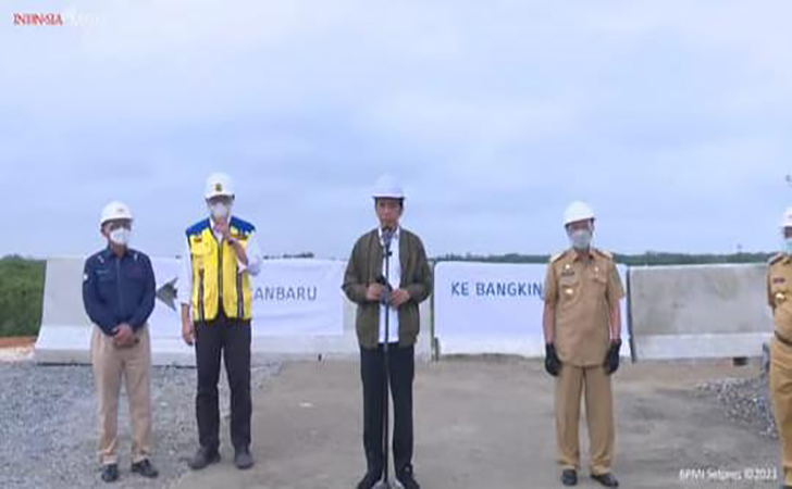 Presiden-Jokowi-tinjau-tol-Pekanbaru-Bangkinang2.jpg
