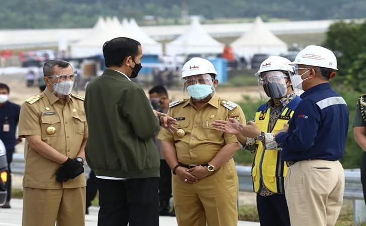 Presiden-Jokowi-tinjau-tol-Pekanbaru-Bangkinang4.jpg