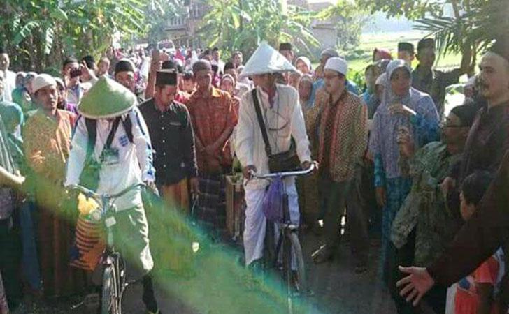 Pria-kebumen-bersepeda-naik-haji.jpg