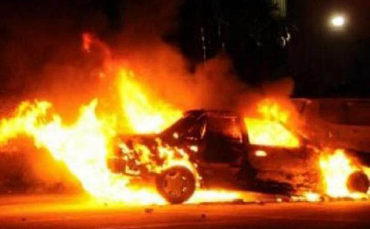 Puluhan-Mobil-Terbakar.jpg