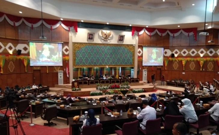 Rapat-paripurna-DPRD-Riau.jpg