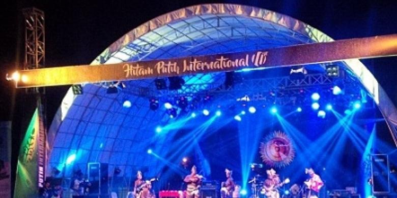 Riau-Hitam-Putih-Internasional-ke-10-y.jpg
