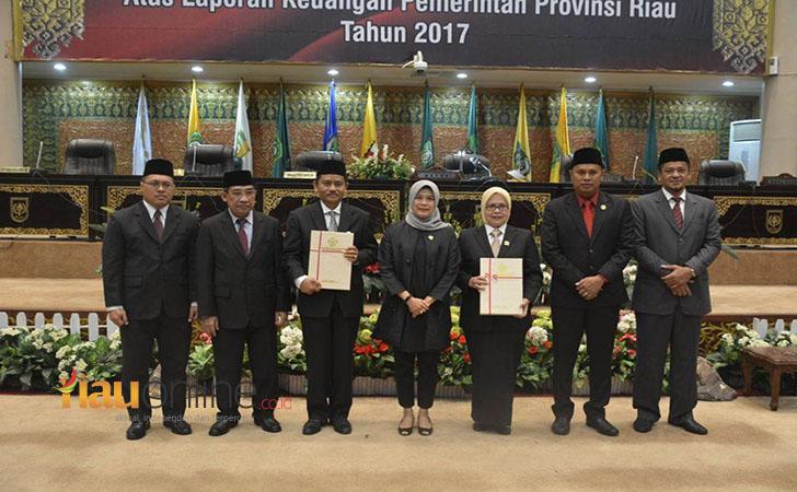 Riau-Terima-WTP.jpg