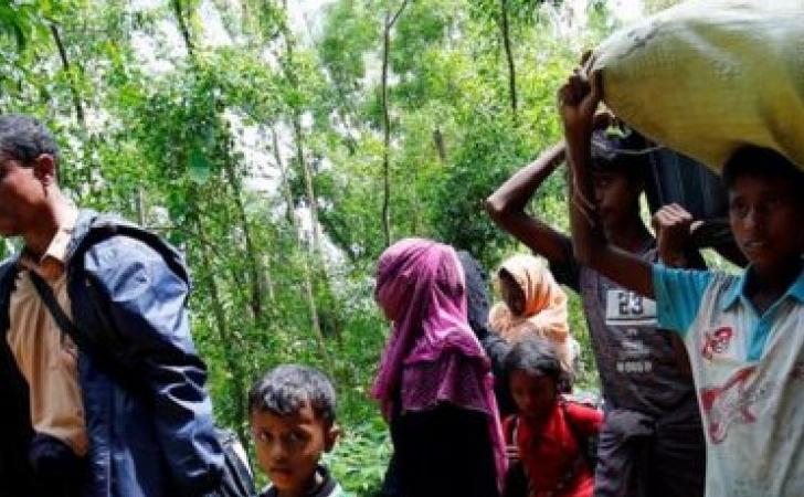 Ribuan-pengungsi-Rohingya-menyelamatkan-diri-ke-Bangladesh.jpg