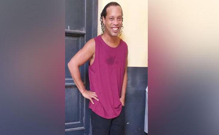 Ronaldinho-berfoto-di-penjara.jpg