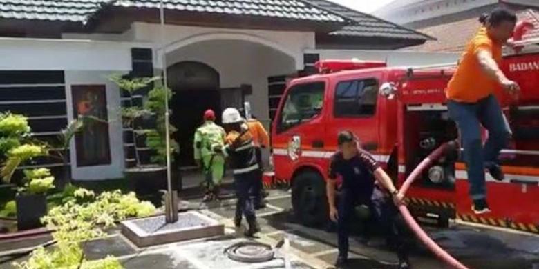 Rumah-Dinas-Pemprov-Riau-Terbakar.jpg