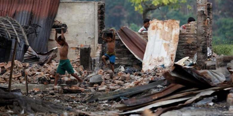 Rumah-Warga-Etnis-Muslim-Rohingnya-Hancur.jpg