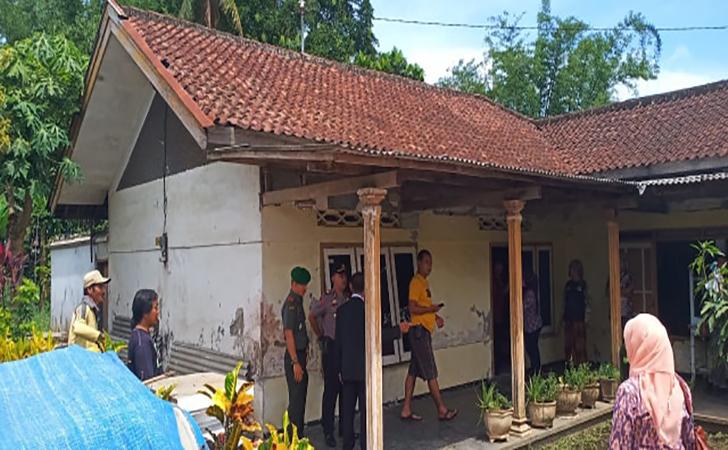 Rumah-penyekapan-4-orang-anak-oleh-ibunya-selama-20-tahun-di-Malang.jpg