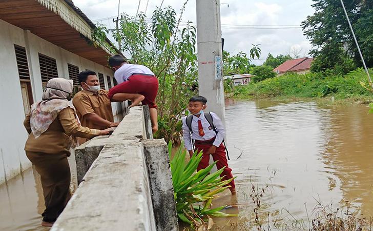SDN-140-Pekanbaru-banjir2.jpg