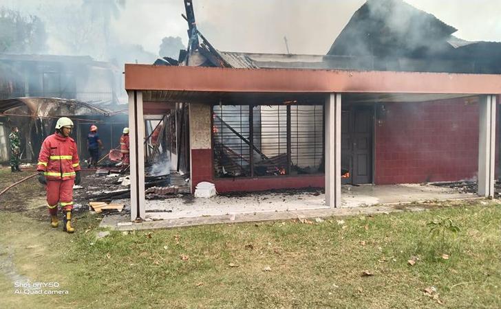 Salon-terbakar.jpg