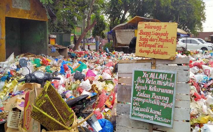 Sampah-di-TPS-Pasar-selasa2.jpg