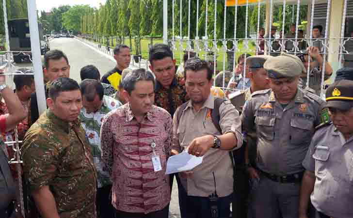 Sekda-Provinsi-Riau-Ahmad-Hijazi.jpg