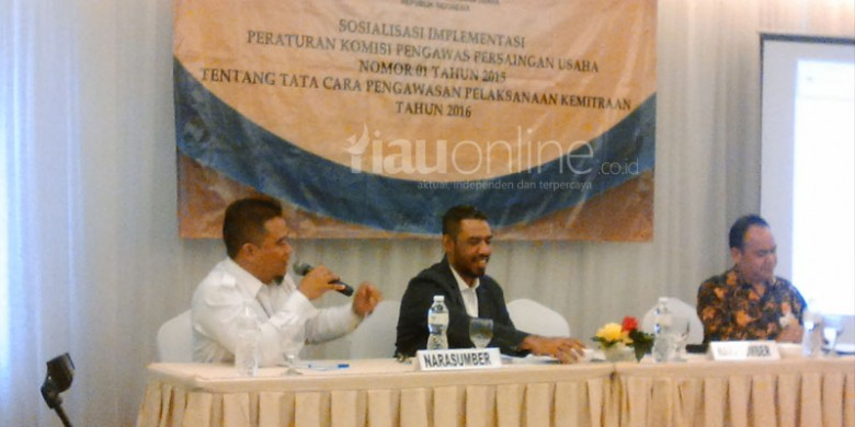 Seminar-KPPU-di-Gedung-OJK-Riau.jpg