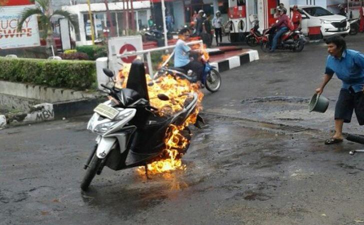 Sepeda-motor-terbakar.jpg