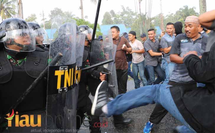 Simulasi-pengamanan-pemilu-2019-di-Pekanbaru.jpg