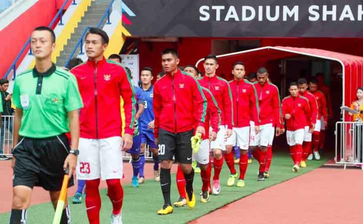 Skuad-timnas-Indonesia-memasuki-Stadion-Shah-Alam-Malaysia.jpg