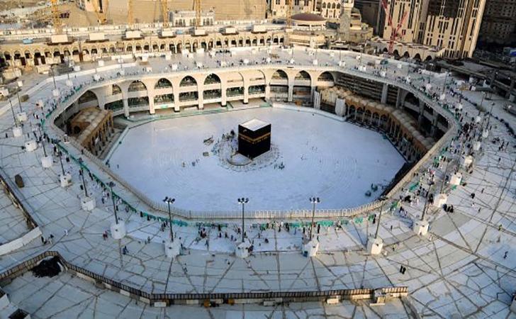 Suasana-kosong-di-area-sekitar-Kabah-di-dalam-Masjidil-Haram.jpg