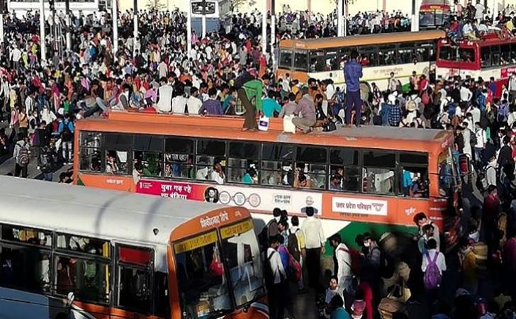 Suasana-penuh-sesak-di-Terminal-India.jpg