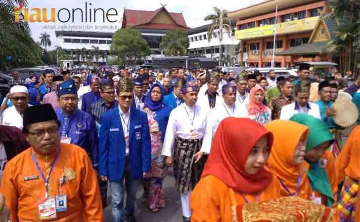 Syamsuar-Edy-ke-KPU-Riau.jpg