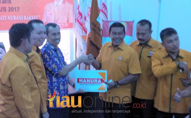 Syamsuar-Mendaftar-ke-DPD-Hanura-Riau.jpg