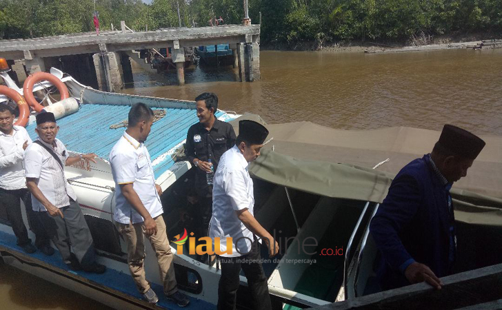 Syamsuar-naik-speed-boat.jpg
