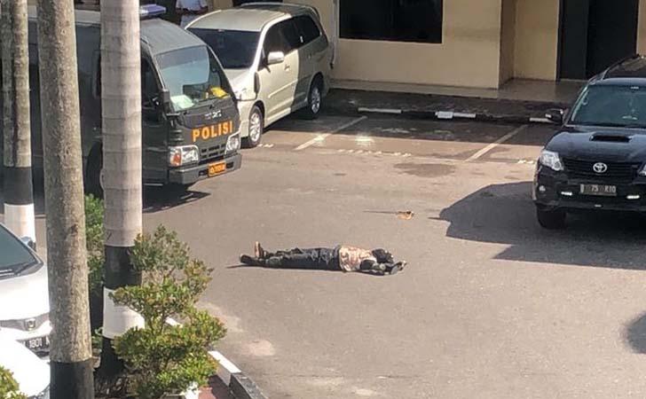 Terduga-Teroris-Tewas-di-halaman-Mapolda-Riau.jpg
