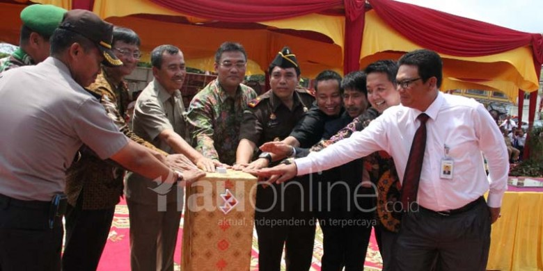 Tombol-Sirene-Peresmian-Kantor-Bank-Riaukepri.jpg