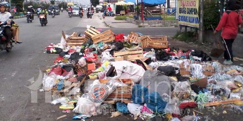 Tumpukan-Sampah-di-Pekanbaru.jpg