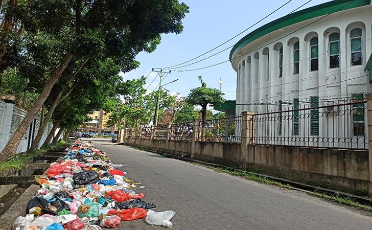 Tumpukan-sampah-di-jalan-Mekar-Sari.jpg
