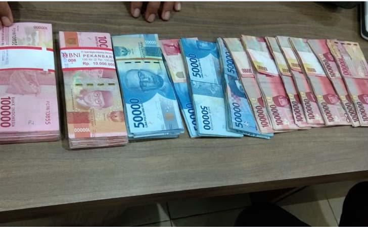 Uang-Pungli.jpg