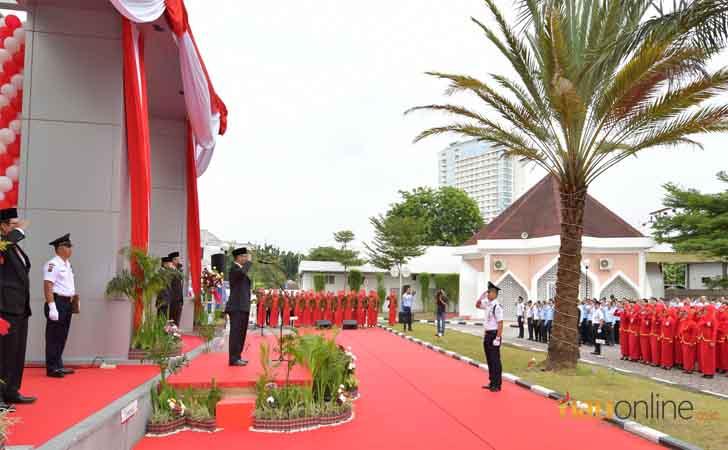 Upacara-HUT-RI-di-Dang-Merdu-Bank-Riau.jpg