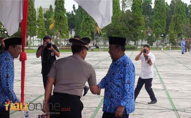 Wagubri-salami-Kapolda-Riau.jpg