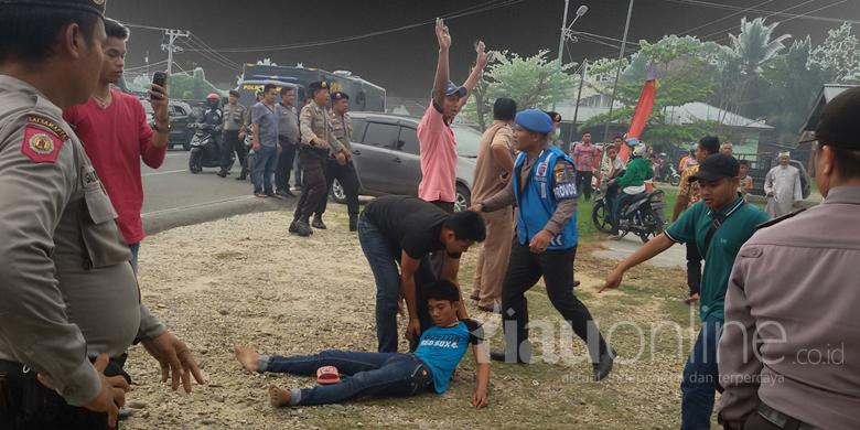 Warga-Bangkinang-Pingsan-Usai-Diinjak-injak-Polisi.jpg
