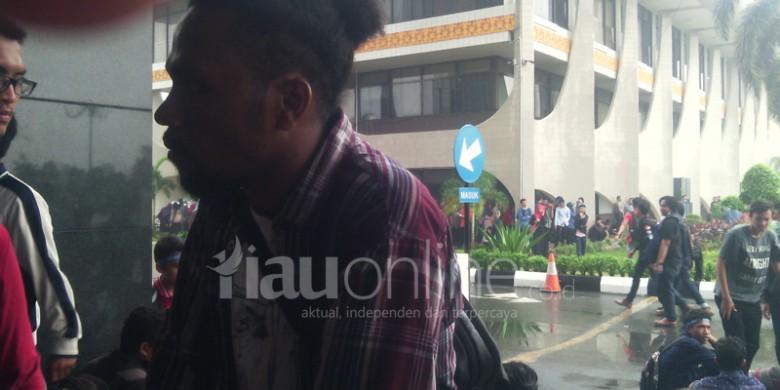 Warga-Papua-Ini-Ikut-Demo-Asap.jpg